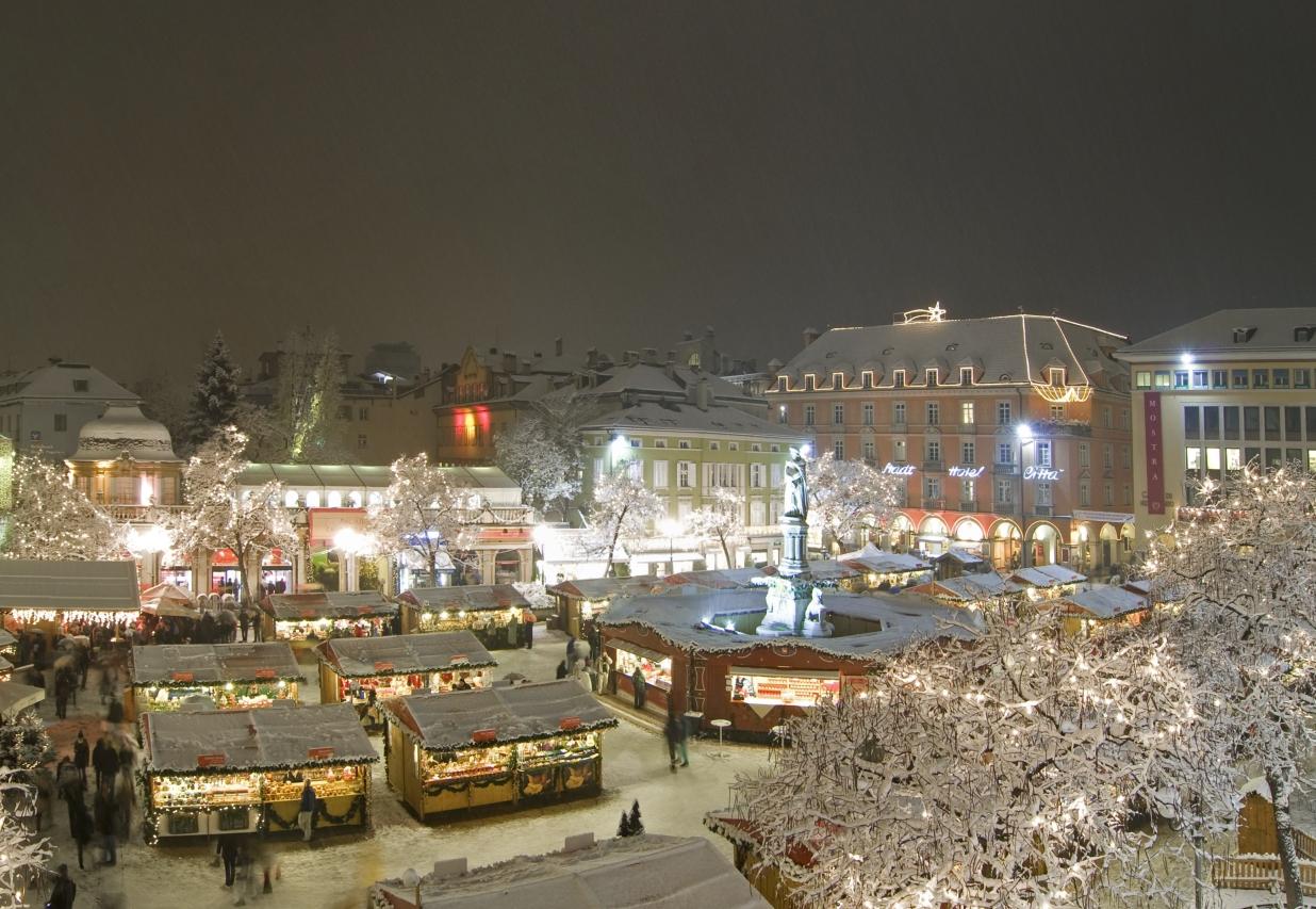Bolzano Mercatini Di Natale.Mercatino Di Natale Di Bolzano Il Primo Mercatino Di Natale In Alto Adige